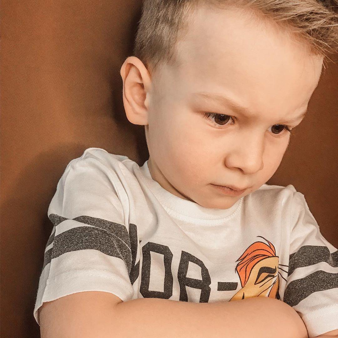 Нужно ли кричать на ребенка, если он не слушается?