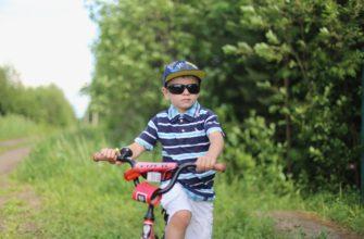 Как правильно учить ребенка кататься на велосипеде? Хитрости и советы