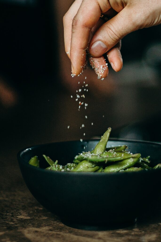 Какую роль пищевая соль играет в человеческом организме